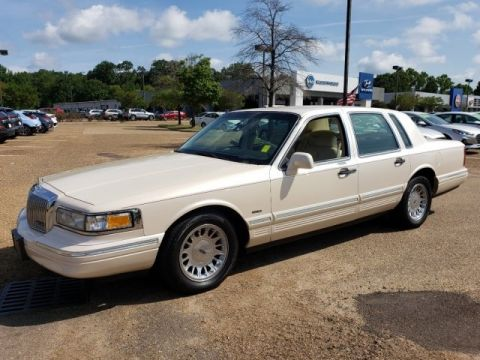 Pre-Owned 1996 Lincoln Town Car Cartier